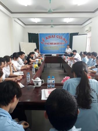 Khai giảng lớp học nghề sản xuất bao bì tại huyện Quế Võ